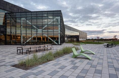 Vue de l'entrée du Campus Simons