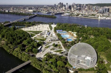 vue aérienne d'un grand parc entouré d'eau